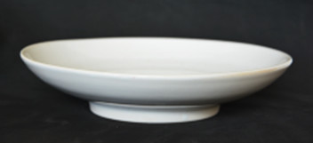 Plate with a high board on a leg of 24 cm - the Classic series