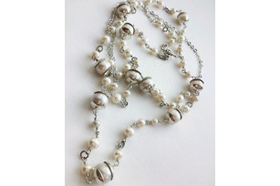 "Silver necklace from pearls ""In my head fogs"""