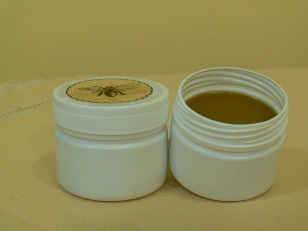 Wax ointment with a pore